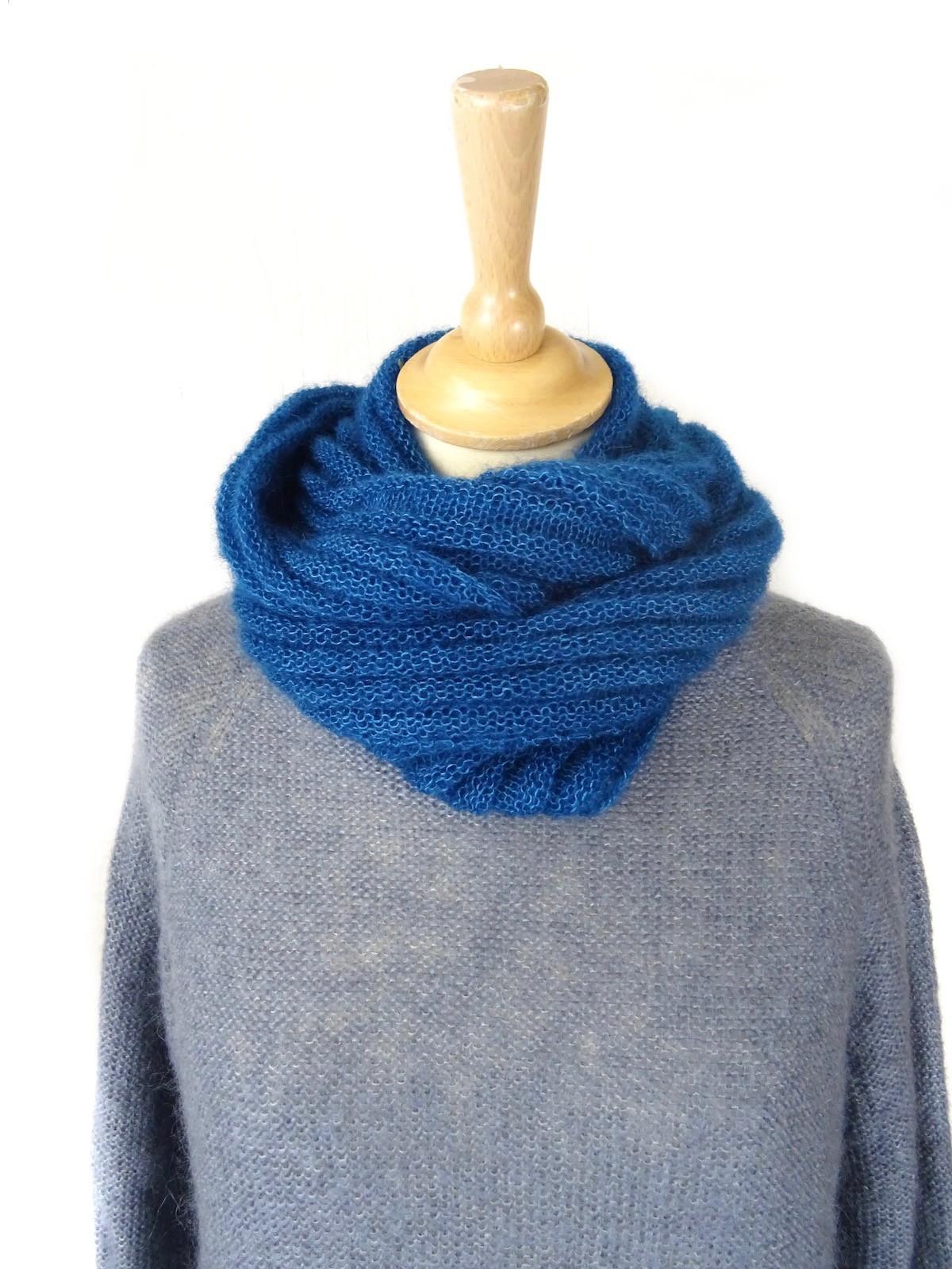 Snood tricoté bleu paon